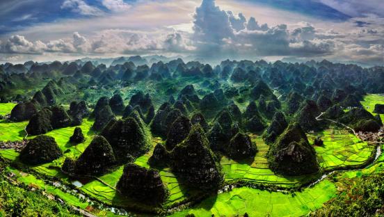 兴义有很多的风景名胜区,境内现有国家级风景区3个,省级风景区5个