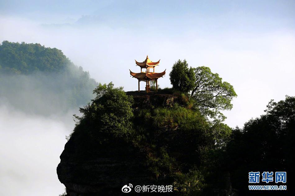 p> 6月11日,雨后初霁,道教胜地安徽齐云山风景区出现唯美云海.