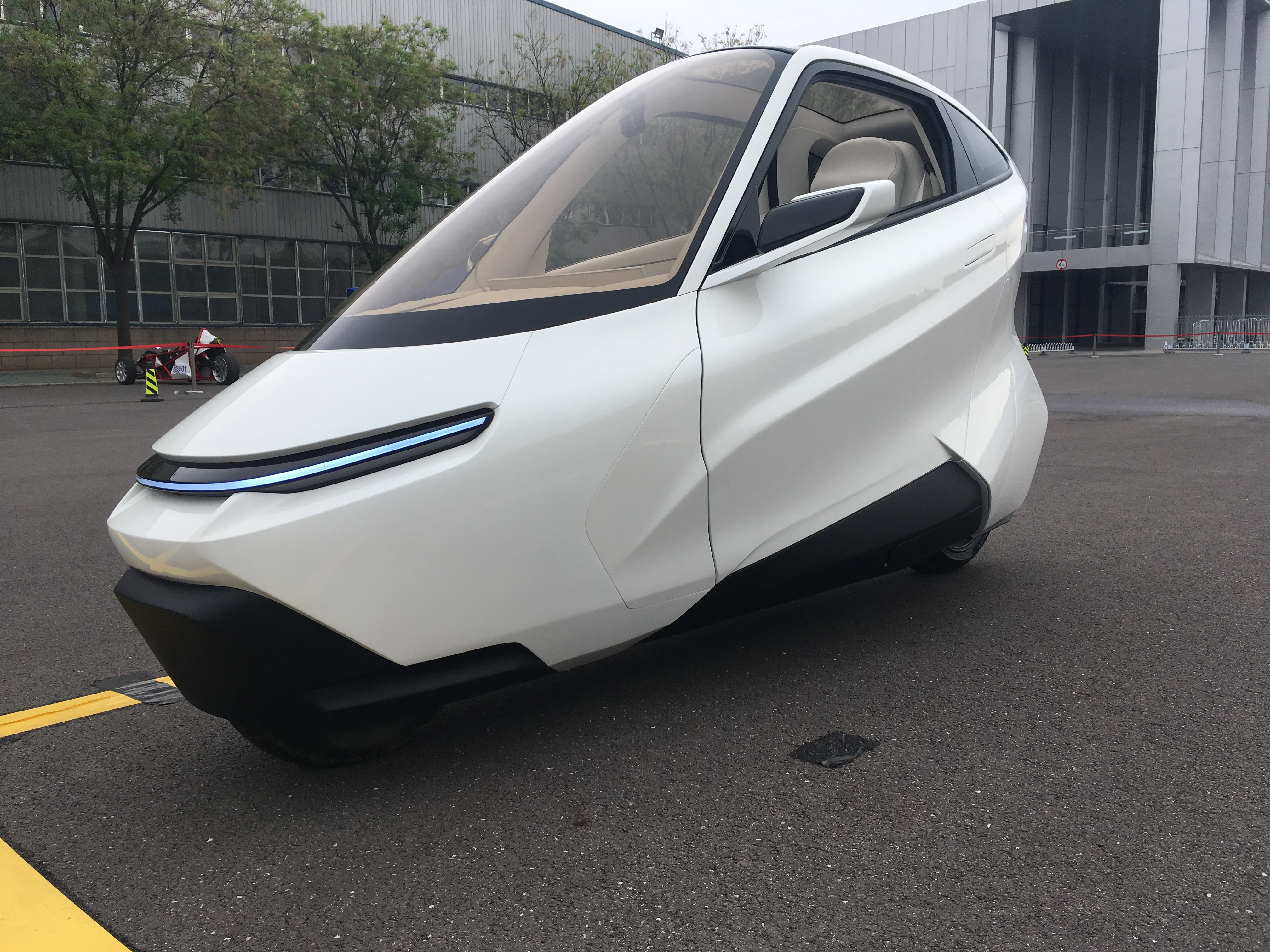 【道听图说】未来已至 凌云两轮电动汽车原型车