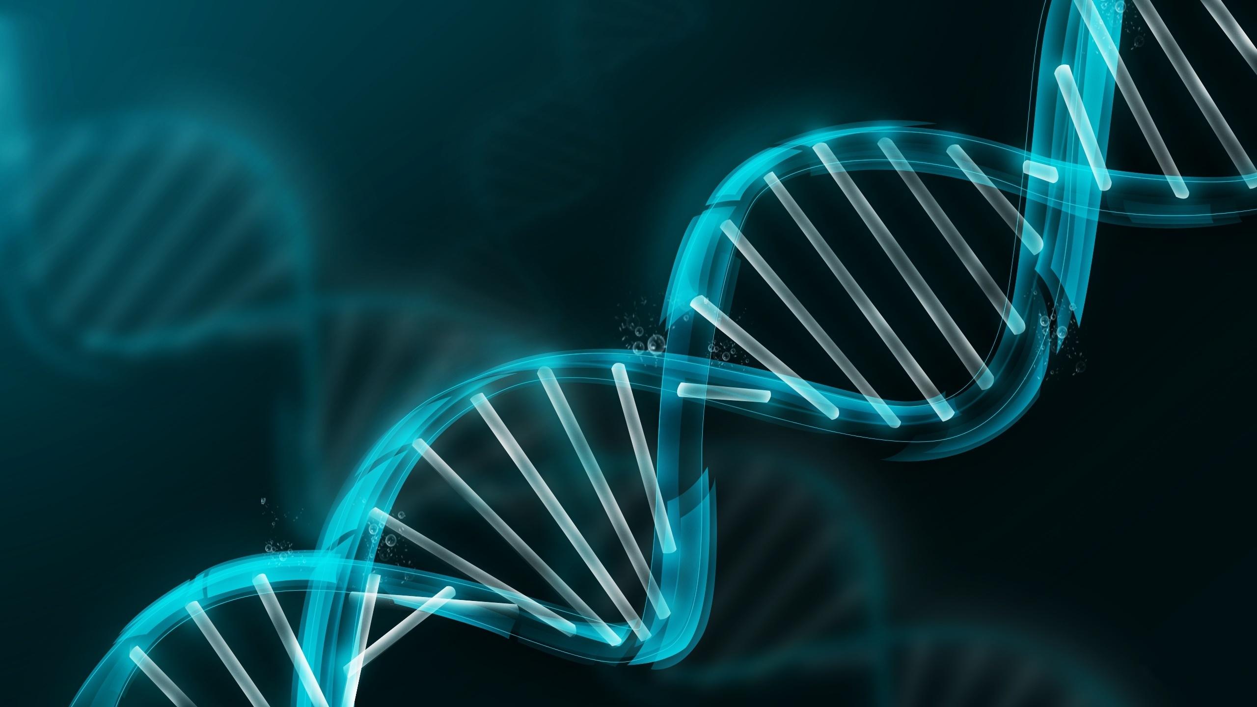 """据彭博社报道,2018年4月份,美国调查人员在对网上基因数据进行筛选后,逮捕了一名逍遥法外数十年之久的""""金州杀手""""(Golden State Killer)。这次逮捕引发了关于数字时代隐私的激烈辩论。 越来越多的消费者基因检测服务机构表示,他们可以使用消费者遗传物质的简单取样来寻找失散已久的家庭成员,或检测疾病的早期预警信号,数以百万计的用户热切地分享他们的DNA样本。但公众很少讨论这些数据被存储在何处,如何在初始应用目标之外被使用,以及谁可以访问这些数据。  为了帮助追查所谓的&"""