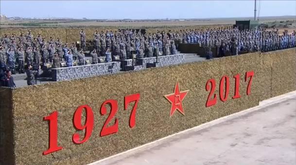 日本网友第一次看中国建军节阅兵直播!满屏的弹幕,满满的骄傲!