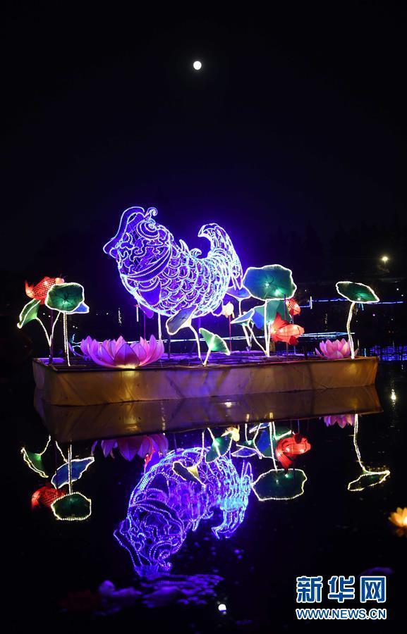 昆明:元宵灯会庆佳节