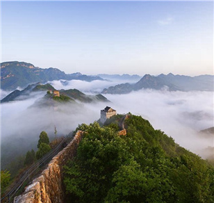 Sea of clouds shrouds Huangyaguan Great Wall