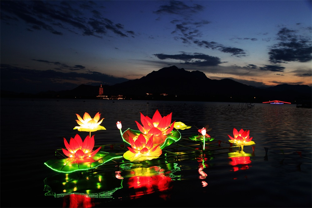 2017 Colored Lights and Beer Festival kicks at Yanqi Lake